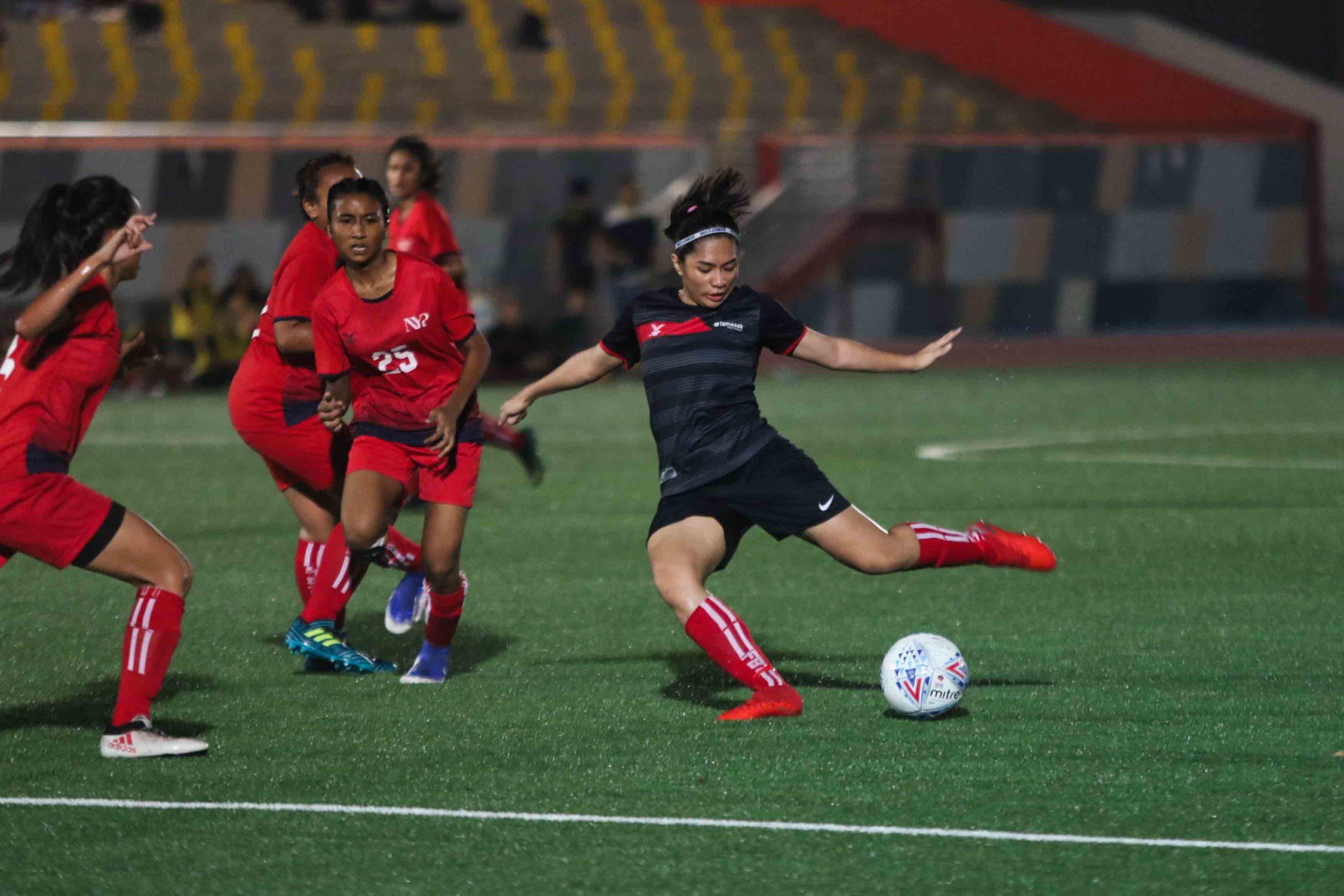 Stephanie Gigette A Dominguez (TP #4) takes a shot on goal. (Photo 7 © Clara Lau/Red Sports)