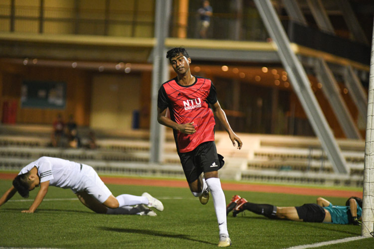 Gautam Selvamany (NTU #17) jogging away after cutting through SMU's defence to put his side 2-0 up. NTU put up an attacking exhibition to win 6-1 against SMU in their opening IVP Football competition. (Photo 1 © Stefanus Ian/Red Sports)