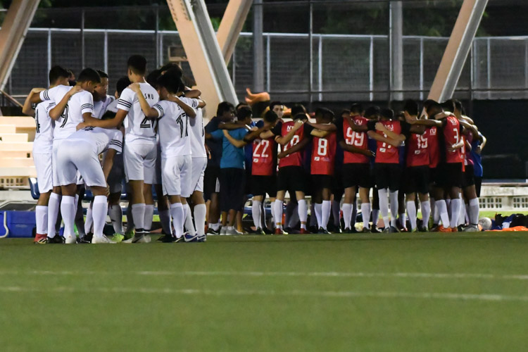 SMU and NTU huddling together before the match begins. NTU put up an attacking exhibition to win 6-1 against SMU in their opening IVP Football competition. (Photo 1 © Stefanus Ian/Red Sports)