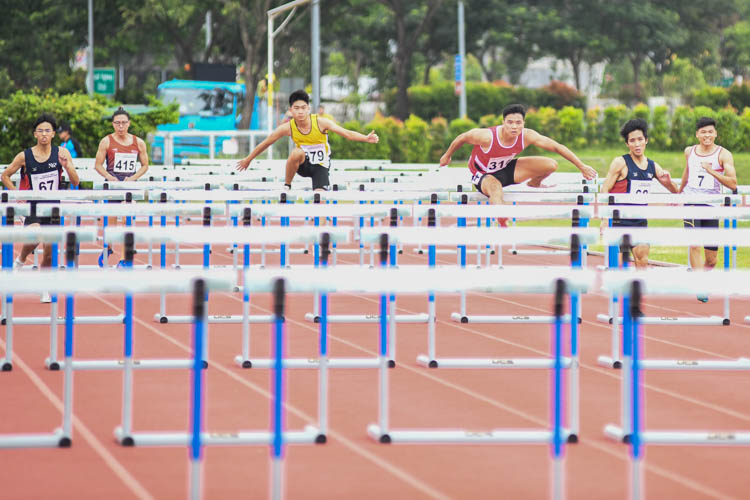 In the men's 110 metres hurdles event, Terence Tang (#316) of Singapore Institute of Technology bettered the silver he got in 2017 to clinch first place ahead of Nanyang Polytechnic's duo of Isaac Toh (#68, in blue) and Silas Ng (#67).  (Photo 1 © Stefanus Ian/Red Sports)