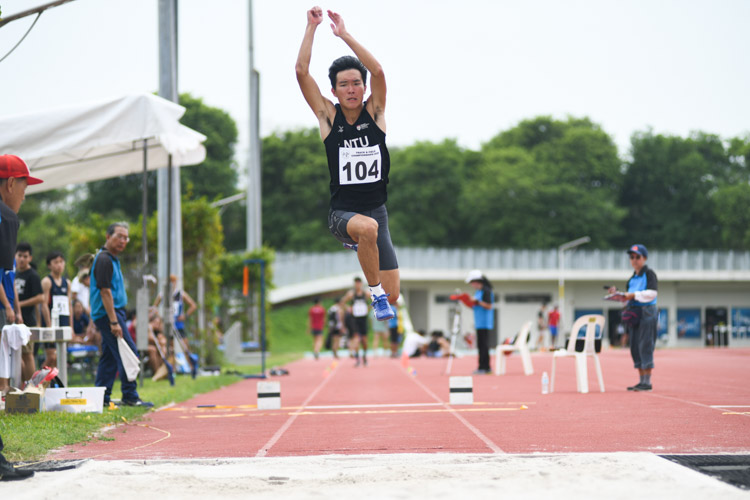 Justin Lee of Nanyang Technological University jumped a final distance of 13.11m to finish fourth the Institute-Varsity-Polytechnic Men's triple jump event. (Photo 1 © Stefanus Ian)