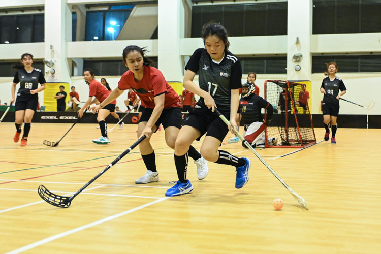Clarice Goh looking to make a pass during a match. In a top-of-the-table clash, NTU cruised to a 5-0 victory over TP to book their place in the semi-final. (Photo 1 © Stefanus Ian/Red Sports)