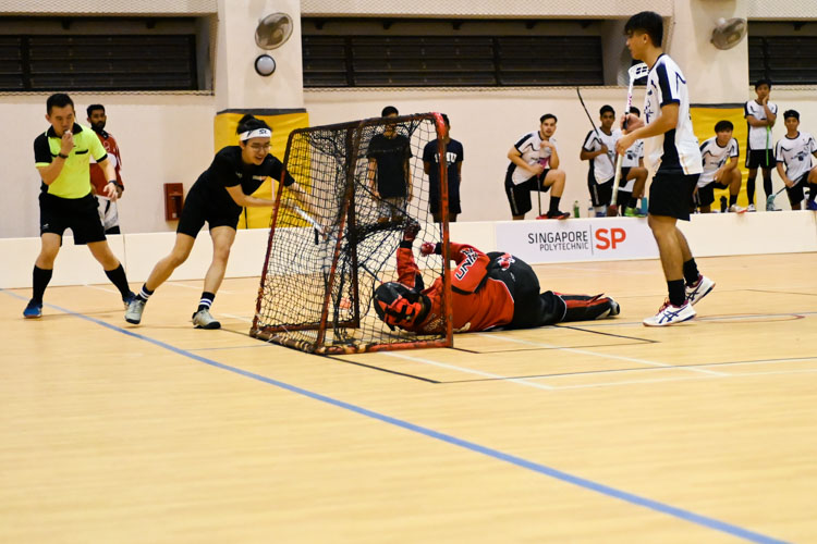 Huang Jia Cheng (SP #77) scoring his team's second goal of the match. Singapore Management University knocked Singapore Polytechnic out of the IVP with a score of 6-2 in their final group match. (Photo 1 © Stefanus Ian/Red Sports)