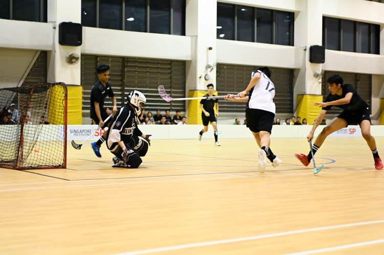 Singapore Management University knocked Singapore Polytechnic out of the IVP with a score of 6-2 in their final group match. (Photo 1 © Stefanus Ian/Red Sports)