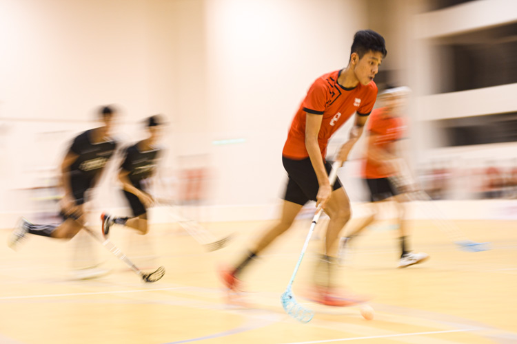 Muhd Romie Shafiq (ITE #8) dribbling the ball towards NTU's goal during the match. NTU put on an offensive exhibition as they demolished Team ITE, who were POL-ITE champions, with a 6-0 victory to clinch the IVP title. (Photo 1 © Stefanus Ian)