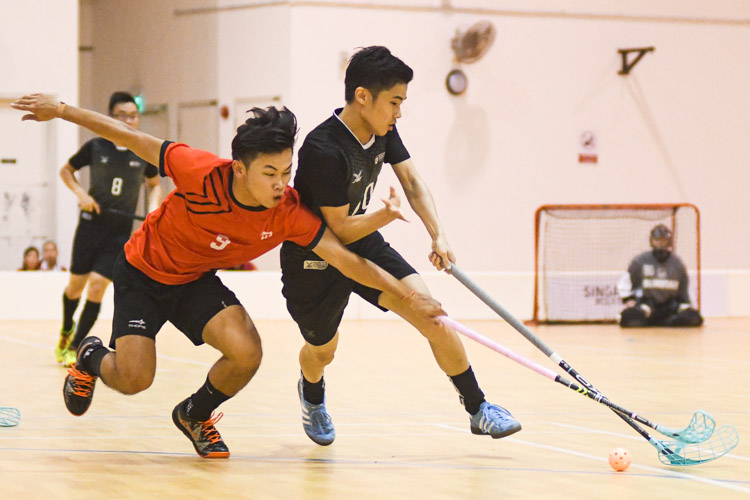 Wang Zhi Xian (ITE #9, in red) fighting for the ball against NTU's Lim Jian Hong (#70, in black) during the match. NTU put on an offensive exhibition as they demolished Team ITE, who were POL-ITE champions, with a 6-0 victory to clinch the IVP title. (Photo 1 © Stefanus Ian)