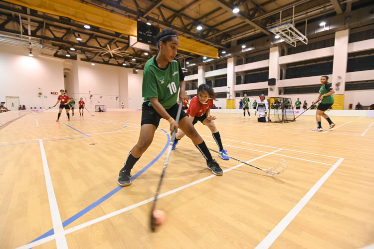 Natasha Venise (RP #10) making a pass while being tightly guarded by her opponent. Nanyang Technological University completed their Institute-Varsity-Polytechnic (IVP) floorball season in a close-to-perfect run against Republic Polytechnic. The girls in red dominated the match with a 2-0 win as they were crowned 2019/20 IVP champions.(Photo 1 © Stefanus Ian/Red Sports)
