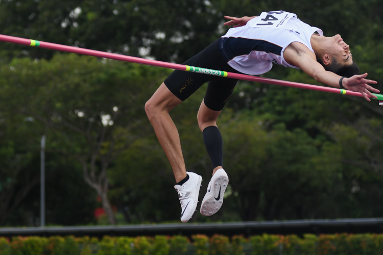 Bryan Wong (#341, Singapore Management University) clinched the silver medal with a final jump of 1.90m. (Photo 1 © Stefanus Ian/Red Sports)