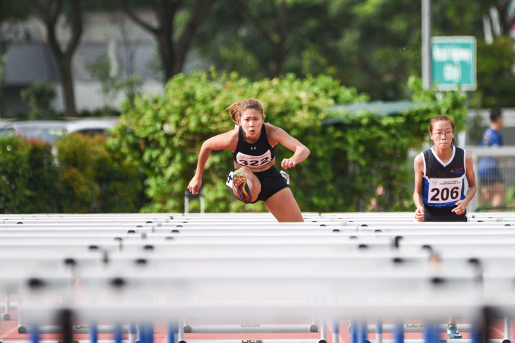 Kerstin Ong (#322) of SMU clinched gold in the women's 100m hurdles final with a time of 15.61 seconds. (Photo X © Iman Hashim/Red Sports)