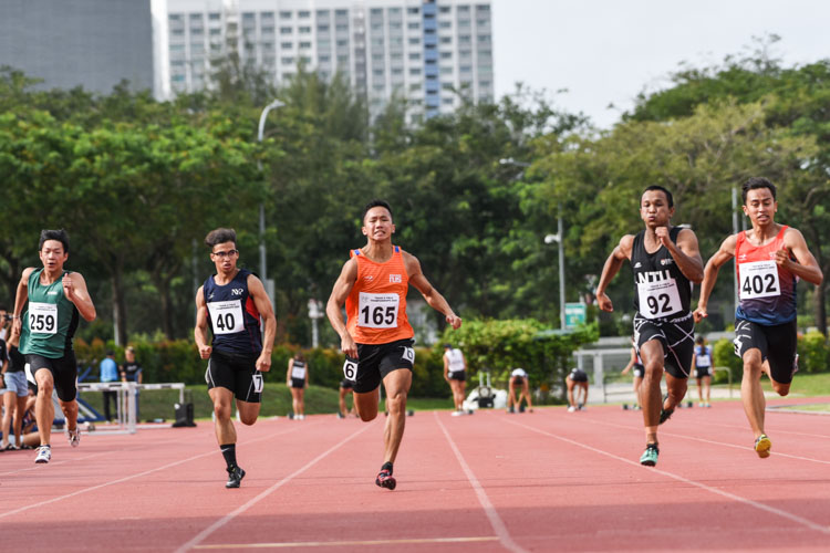 Sing Hui (#165) of NUS claimed the Men's 100m bronze medal with a time of 10.97s. (Photo 1 © Iman Hashim/Red Sports)