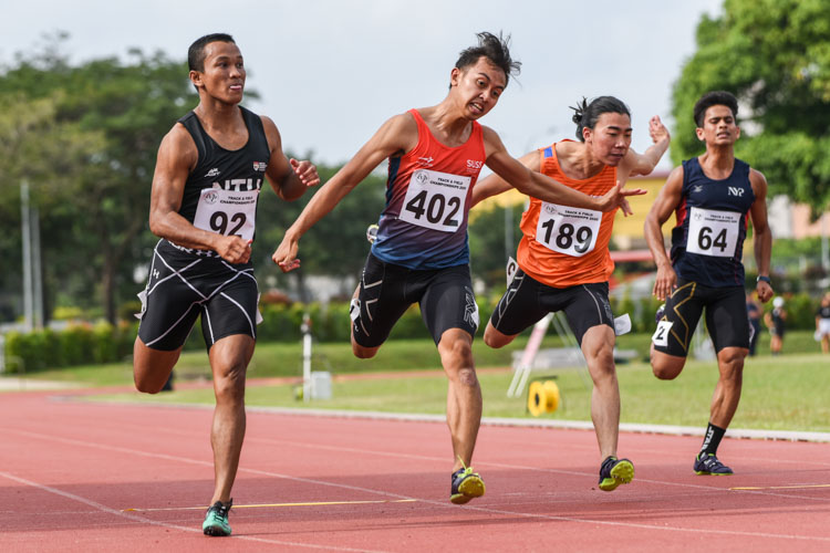 NTU's Khairyll Amri (#92) pips training partner Naqib Asmin (#402) of SUSS by 0.09 seconds as he clinches his third straight IVP Men's 100m gold with a time of 10.80s. Mitchell Teh (#189) of NUS finished fourth in 11.05s. (Photo 1 © Iman Hashim/Red Sports)