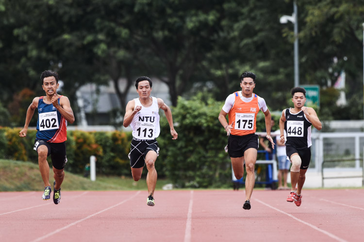(From L to R): Muhammad Naqib Asmin (#402) of SUSS, Calvin Quek (#113) of NTU, Dexter Lin (#175) of NUS and Lee Choon Loong (#448) of TP in action during the Men's 200m final. (Photo 1 © Iman Hashim/Red Sports)