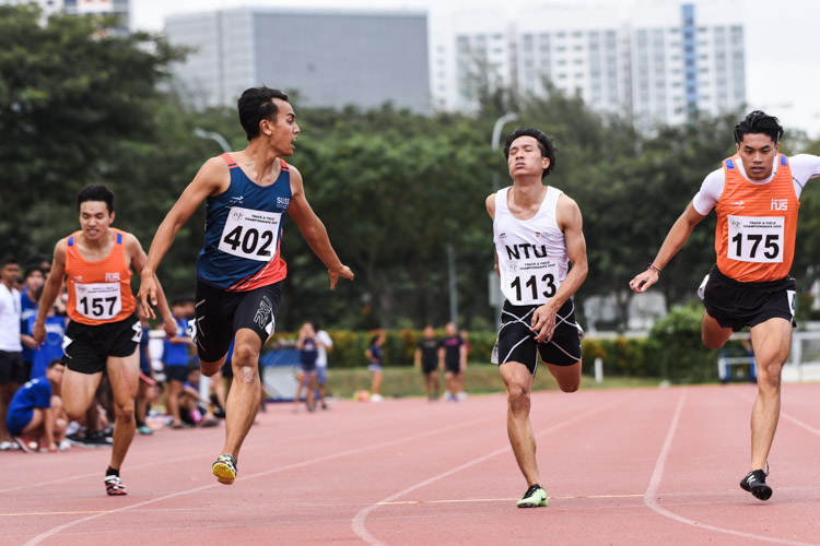 Muhammad Naqib Asmin (#402) of SUSS snatched victory in the Men's 200m final with a time of 22.22 seconds. Dexter Lin (#175) of NUS grabbed the silver in 22.34s, NTU's Calvin Quek (#113) the bronze in 22.40s, while NUS' Elgene Chng (#157) finished fourth in 22.91s. (Photo 1 © Iman Hashim/Red Sports)