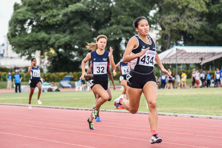 Gwendolyn Therese Lim (#434) of TP clinched the gold in the Women's 200m final with a time of 26.54 seconds, while Rebecca Tay (#32) of NYP finished second in 27.23s. (Photo 1 © Iman Hashim/Red Sports)