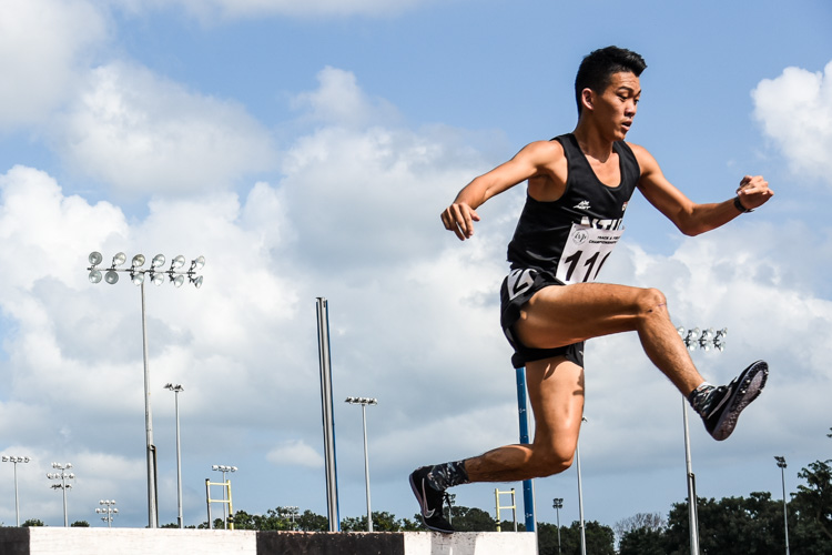 Chilton Ong (#110) of NTU clinched the IVP Men's 3000m Steeplechase title with a time of 10:26.13. (Photo 1 © Iman Hashim/Red Sports)