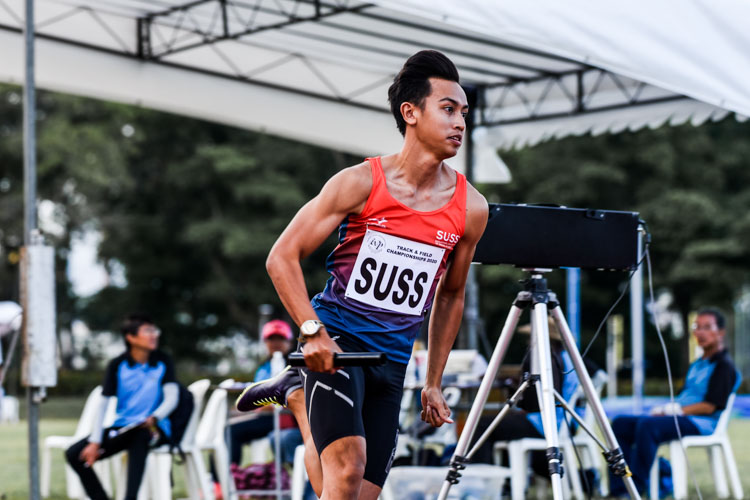 Muhammad Naqib Asmin runs the second leg for SUSS in the Men's 4x400m Relay second timed final. (Photo 1 © Iman Hashim/Red Sports)