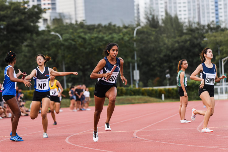 Shanti Pereira starts the second leg for SMU and brought her team into an unassailable lead in the Women's 4x400m Relay second timed final. (Photo 1 © Iman Hashim/Red Sports)