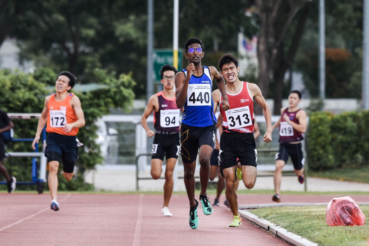 Jonathan Andrew (#440) of Temasek Polytechnic finished first in the first Men's 800m timed final, but settled for second place overall with a time of 2:03.51. Joshua Lim (#313) of SIT finished third overall in 2:04.59. (Photo 1 © Iman Hashim/Red Sports)