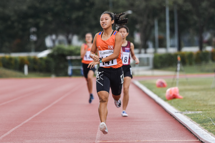 Levyn Wong (#147) of NUS clinched the IVP Women's 800m gold with a time of 2:30.99. (Photo 1 © Iman Hashim/Red Sports)