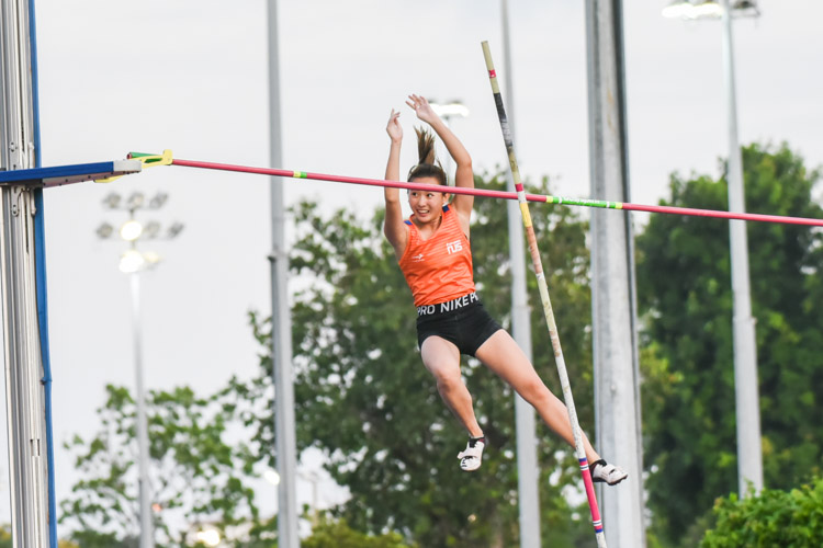 Lee Wen Qi of NUS also surpassed the old IVP record but settled for silver with a clearance of 3.01m in the women's pole vault. (Photo 1 © Iman Hashim/Red Sports)