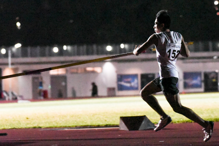 Irvin Goh of Ngee Ann Polytechnic claimed the men's pole vault silver with a clearance of 4.00m. (Photo 1 © Iman Hashim/Red Sports)