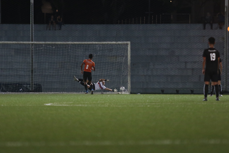 Shamir Robinson Panackal Sebastian (NUS #8) squeezes the ball home from the penalty spot to pull one back for NUS before half-time. TP edge out NUS 2-1 to claim IVP Football championship. (Photo 9 © Clara Lau/Red Sports)