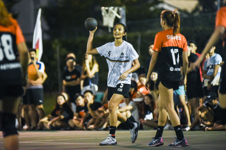 Lydia Ong (TH #5) looks for a pass. (Photo 1 © Iman Hashim/Red Sports)