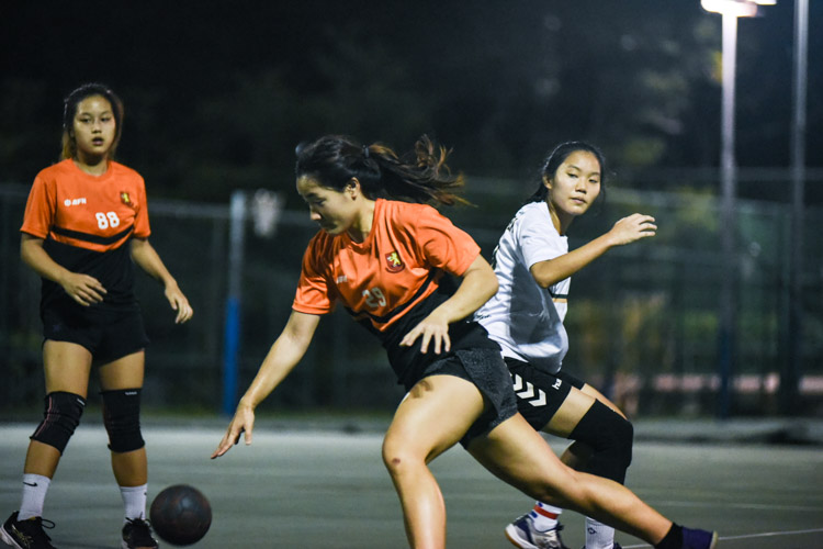 Kristerbel Pang (SH #29) turns past her defender for a fast break. (Photo 1 © Iman Hashim/Red Sports)
