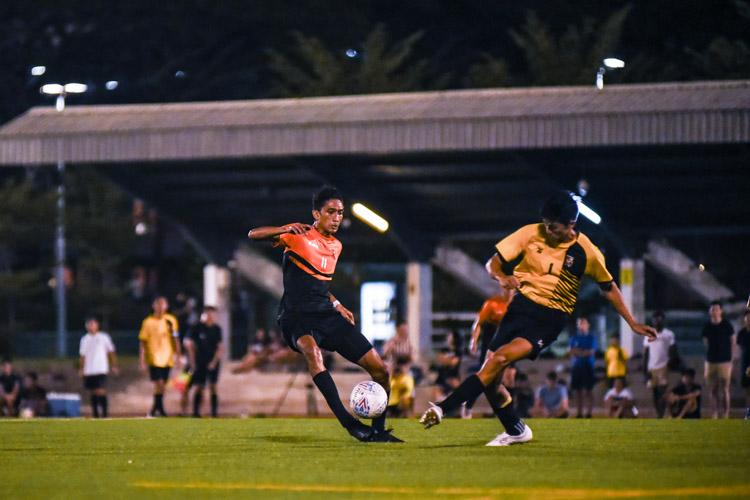 Muhammad Hakim (SH #11) intercepts a misplaced pass. (Photo 1 © Iman Hashim/Red Sports)