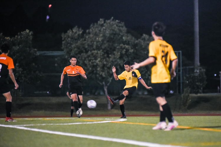 Marcus Leow (EH #21) attempts a shot on goal. (Photo 1 © Iman Hashim/Red Sports)