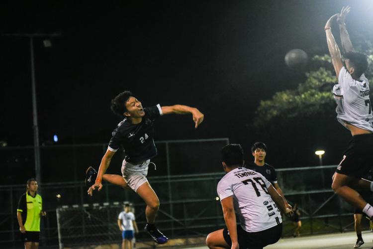 Tan Siew Wei (KR #24) unleashes a strong throw towards goal. (Photo 1 © Iman Hashim/Red Sports)
