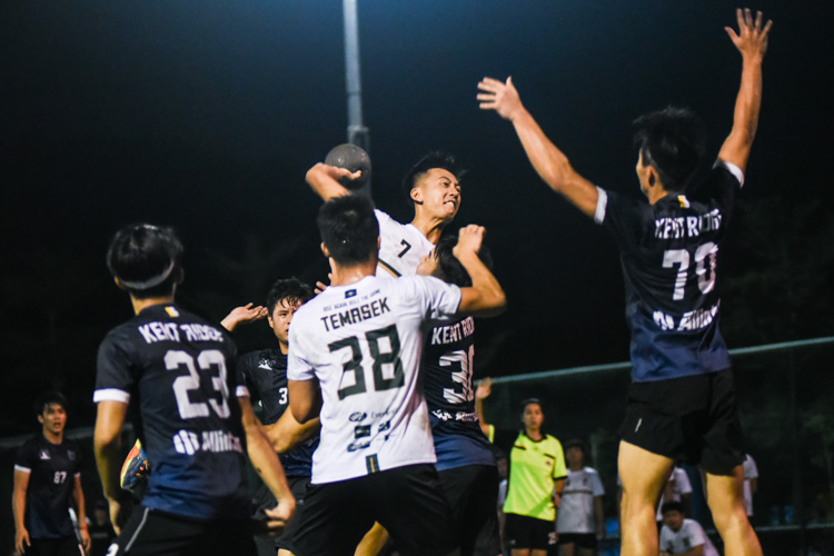 Teo Kee Chong (TH #7) scores the winning goal in the last 40 seconds to clinch the championship for Temasek Hall. (Photo 1 © Iman Hashim/Red Sports)