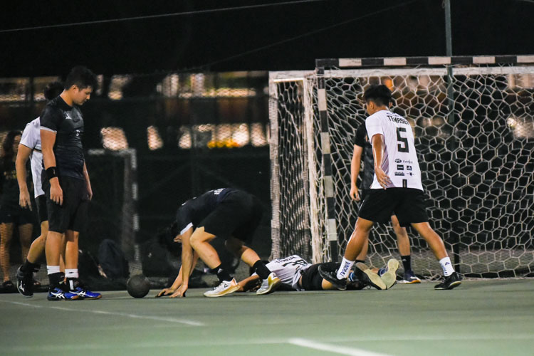 Soo Peng Ru (TH #38, on the ground) makes a vital defensive stop to a KR attack moments before the final whistle was blown, sealing the win for TH. (Photo 1 © Iman Hashim/Red Sports)
