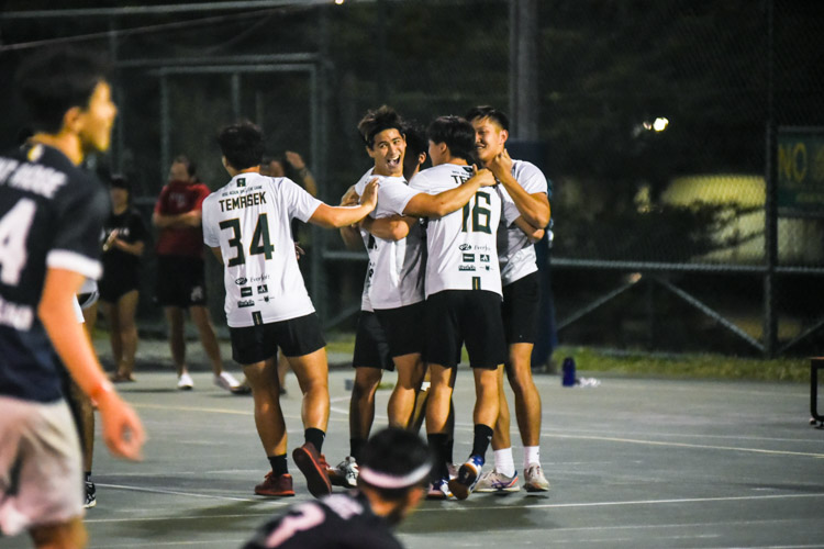 Temasek Hall players celebrate their comeback win over Kent Ridge Hall in the NUS IHG Handball men's final. (Photo 1 © Iman Hashim/Red Sports)