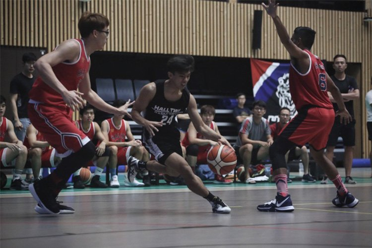 Patrick Gan Wei Kiat (Hall2 #24) drives past the defense. (Photo 3 © REDintern Ashley Lu)