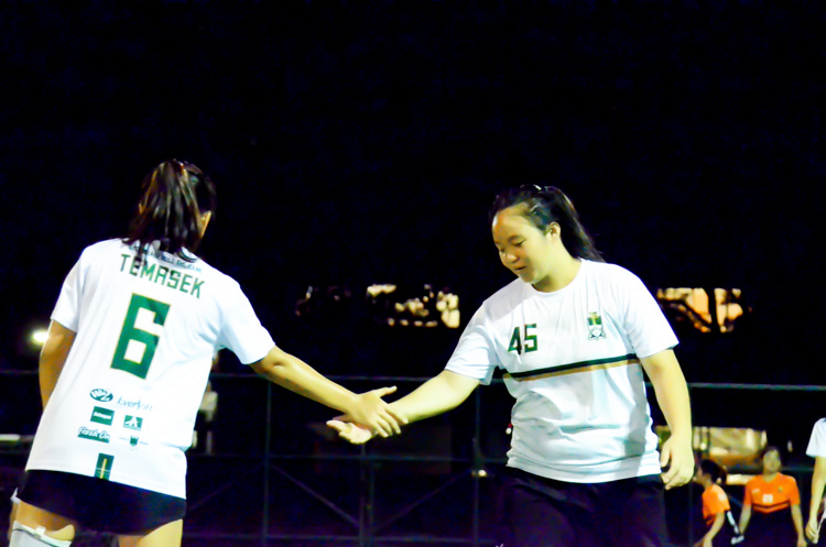 Lim Li Hua (#6) and Chua Cheng Yao (#45) of Temasek Hall sharing a high five during the match. (Photo 1 © REDintern Jodi Seah)